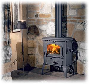 I levná krbová kamna přinesou do domu kouzlo ohně a sálavého tepla